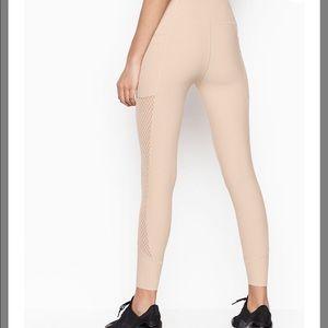 NWOT Victoria's Secret 7/8 Knockout Leggings